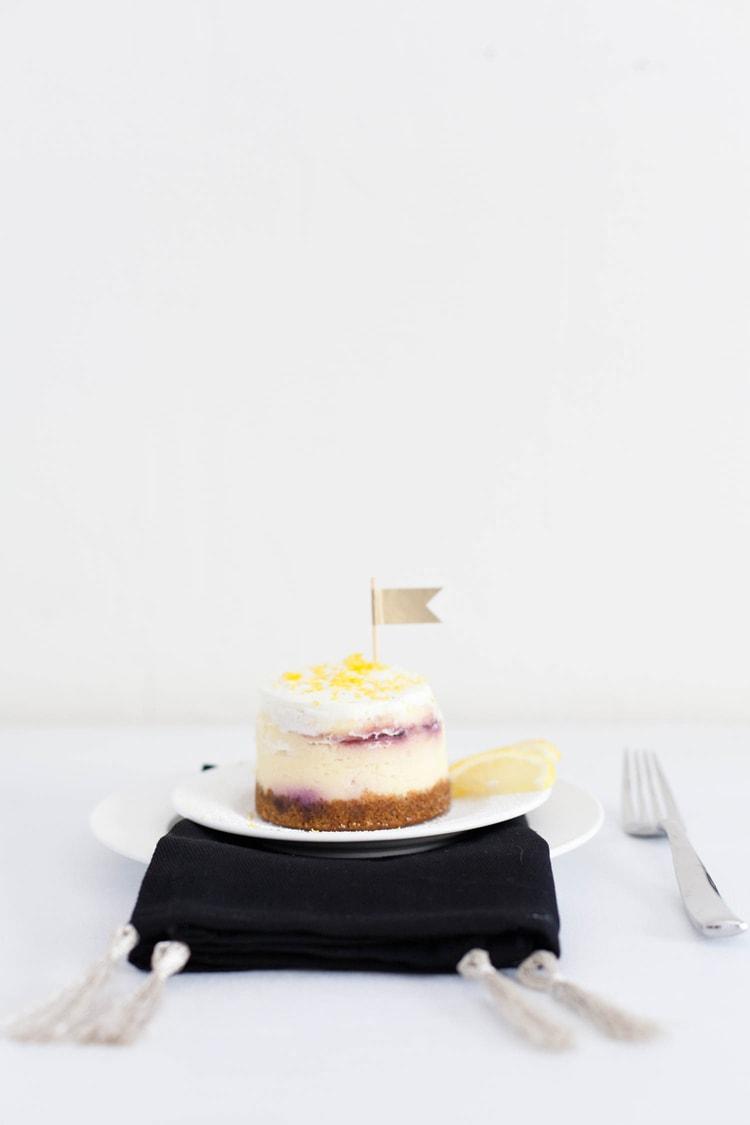 DIY-Tasseled-Napkins-Freutcake-Glitter-Guide-1