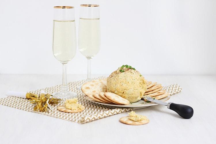 Cheddar Garlic Cheese Ball