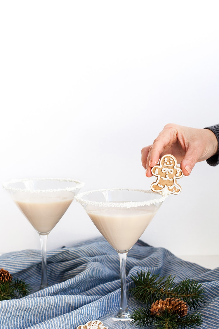 My Gingerbread Man Martini cocktail has been included in this amazing Christmas Cocktail Generator by Ebookers, who are part of Expedia! It's so much fun, you can search for popular cocktails by country, find a list full of Christmassy drinks or take a quiz to find your perfect tipple for the season!