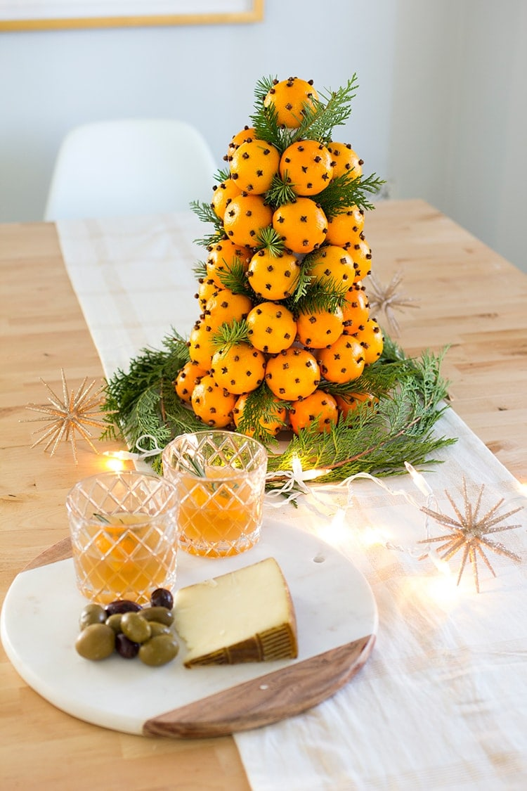 How to make an orange clove christmas topiary freutcake for Orange centerpieces for tables