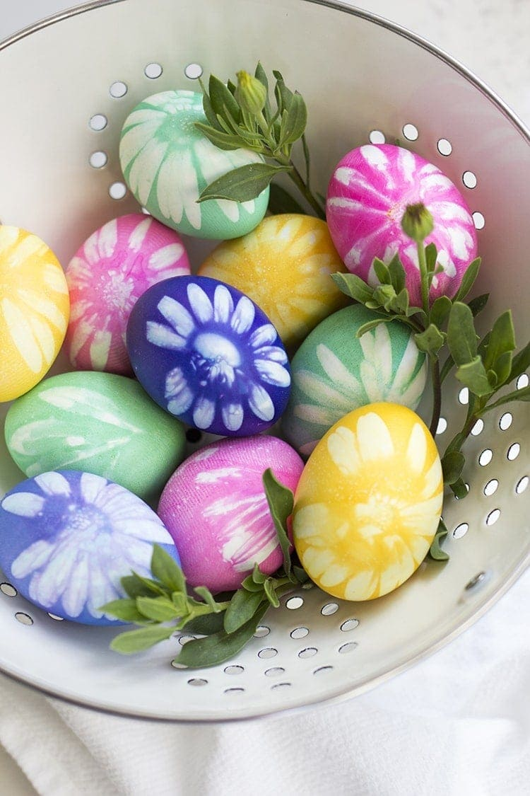 How to dye flower Easter Eggs