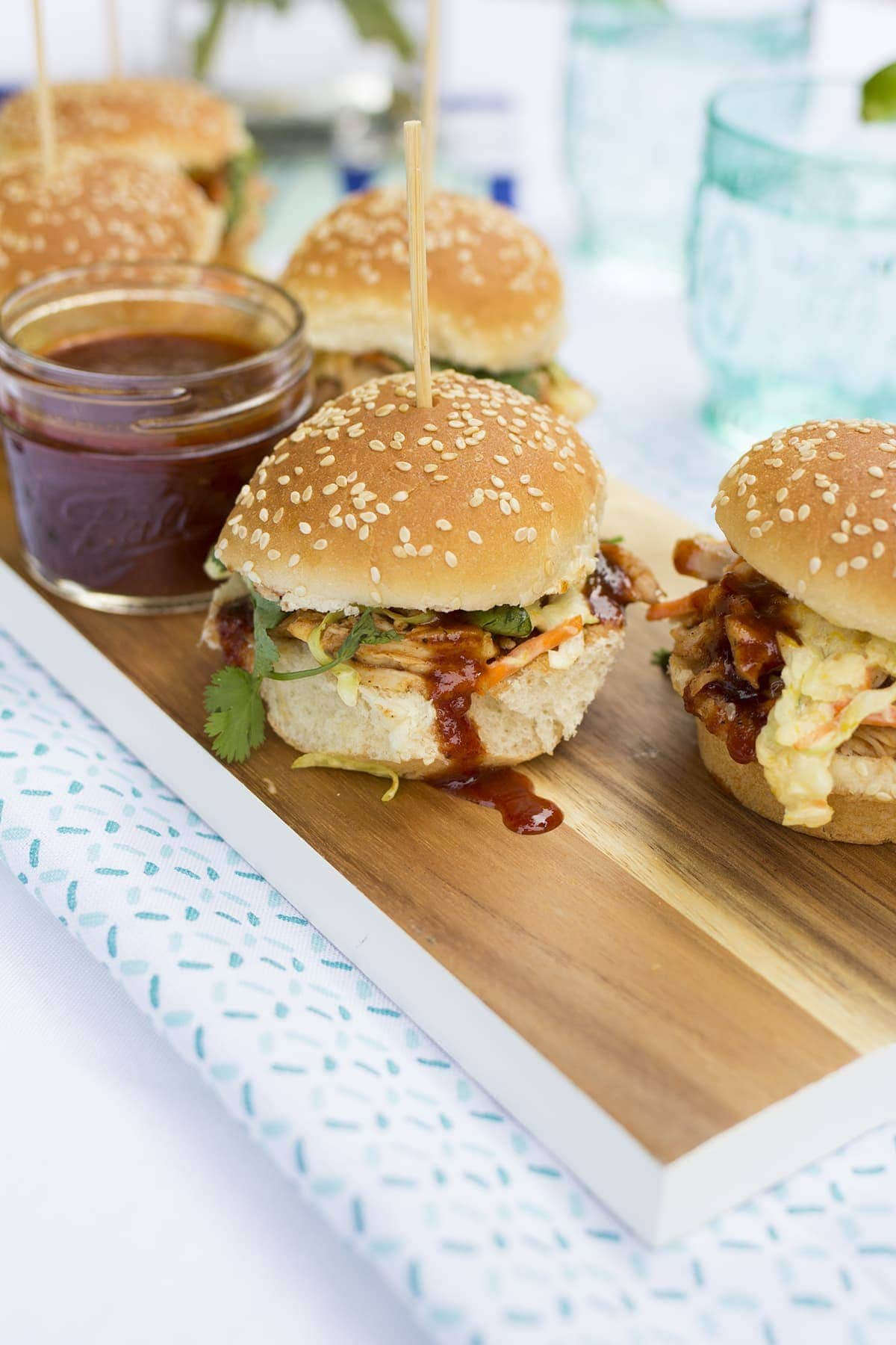 Barbecue Chicken Sliders with Mango Slaw - Freutcake