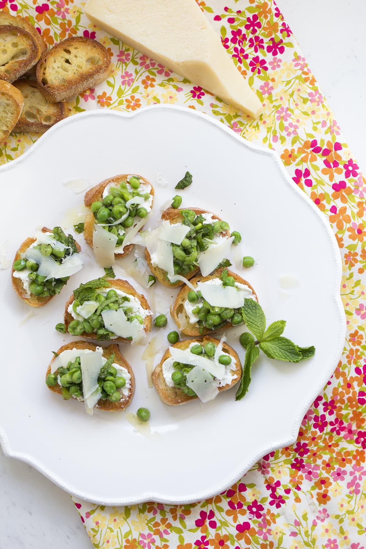 Sweet pea and ricotta crostini recipe