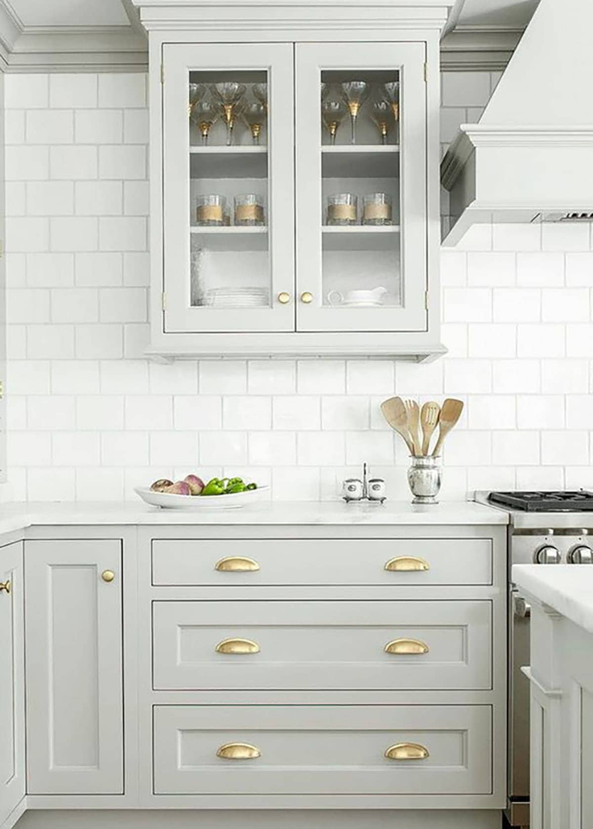 http://www.jillianharris.com/end-era-no-white-kitchens/