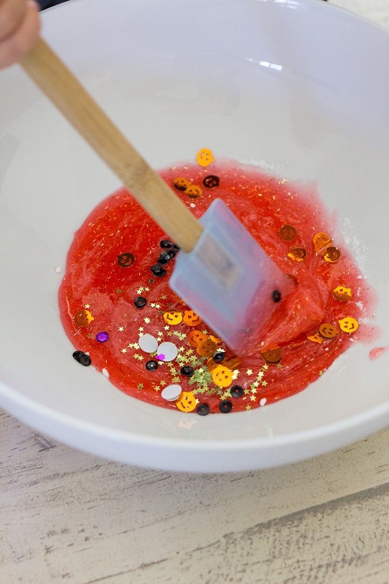 Toddler Safe Halloween Glitter Slime Recipe only has 3 Ingredients and no Borax so it's worry free for kids. Great for sensory play, preschool, or kindergarten classrooms. Mess free and quick to make for ages 3 and up. #Slime #BakingSoda #Glue #ContactLenses #Goo #Solutions #Glitter #Magic #Craft #Kids #KidsCraft #SlimeRecipe #Diy #Activities