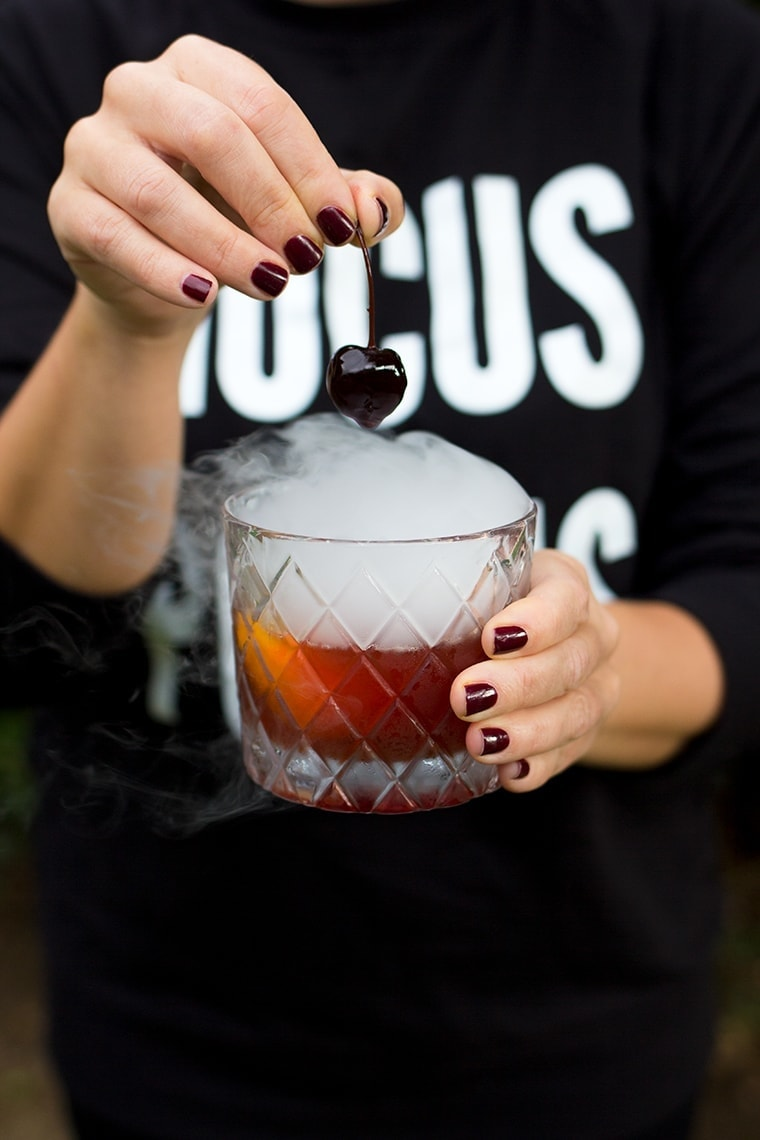 Halloween Old Fashioned Cocktail #halloween #cocktail #halloweencocktail #dryice #oldfashioned #chocolatecocktail