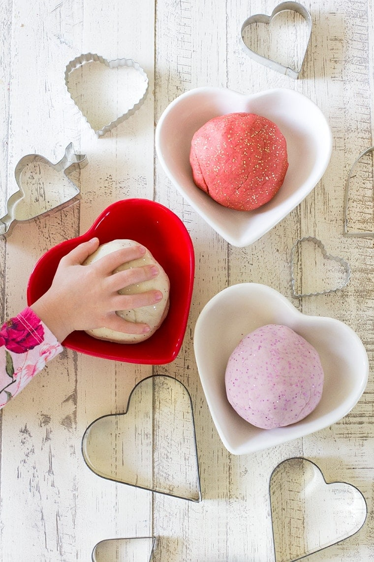 Valentines Day Scented Playdough #valentinesday #valentines #playdough #sensoryplay #easy #easyplaydough #lavenderplaydough #peppermintplaydough #sugarcookie #sugarcookieplaydough #essentialoilplaydough