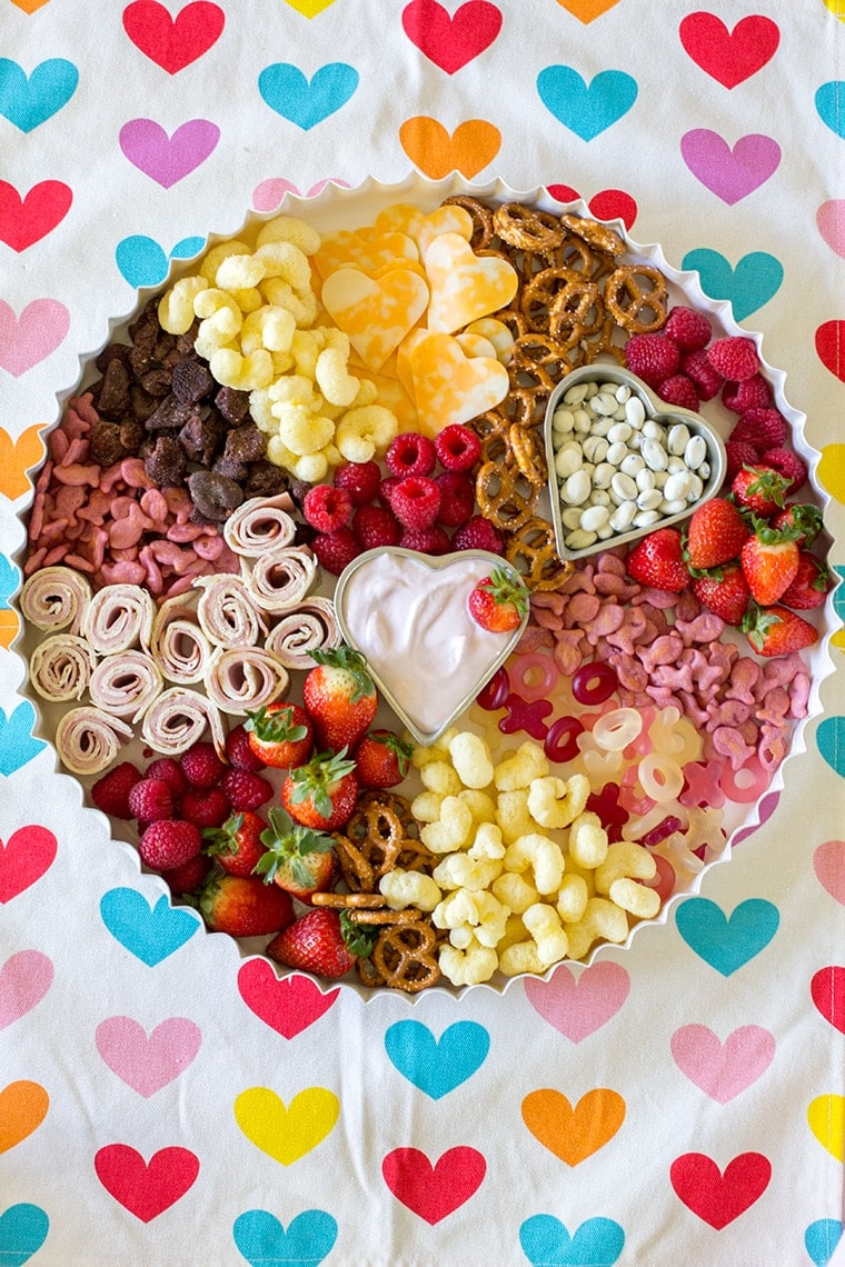Valentines Day Toddler Snack Board #toddler #toddlerfood #toddlermeals #snack #lunch #snackboard #kidfood