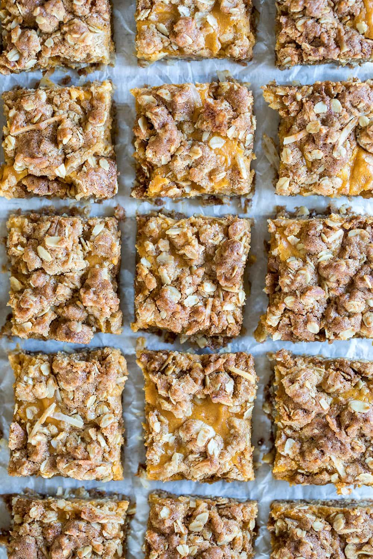 Gooey Pumpkin Oat Bars #falldessert #fall #pumpkin #pumpkinbars #oatbars #dessert
