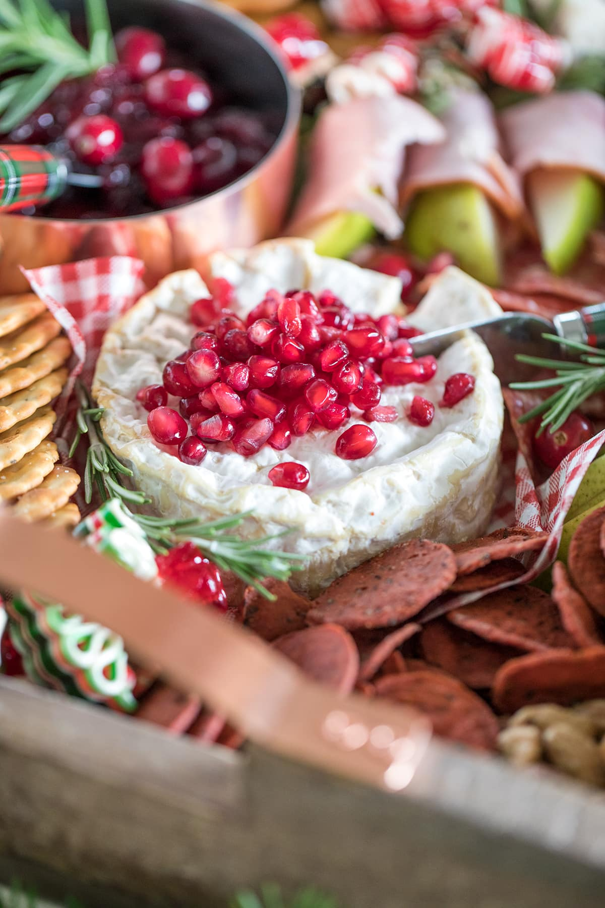 How to Make a Christmas Cheese Board