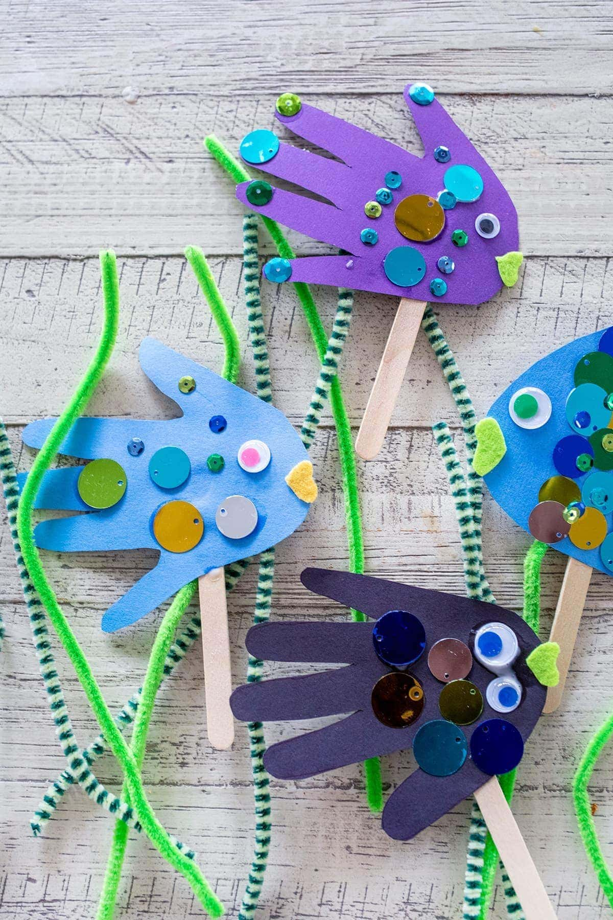 Easter Appetizers: Handprint Fish Puppets • Freutcake