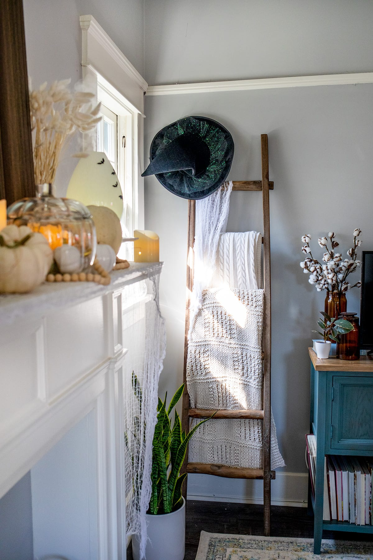 Chic White Pumpkin Halloween Decor